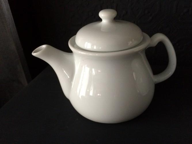 Petit pot de lait individuel en porcelaine blanche