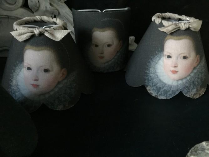 Petit abat jour festonné esprit baroque Isabella enfant
