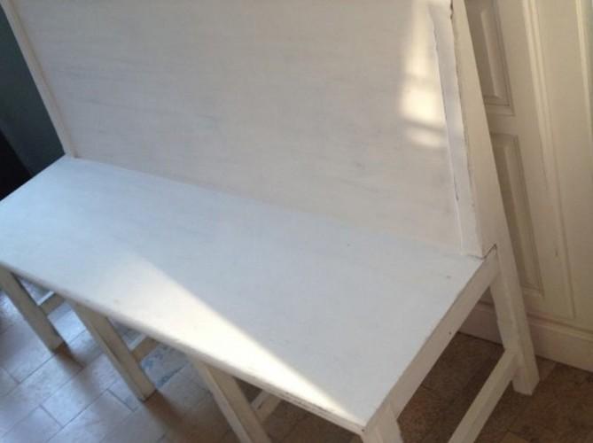 Grand banc provenant d'un couvent et sa patine blanche
