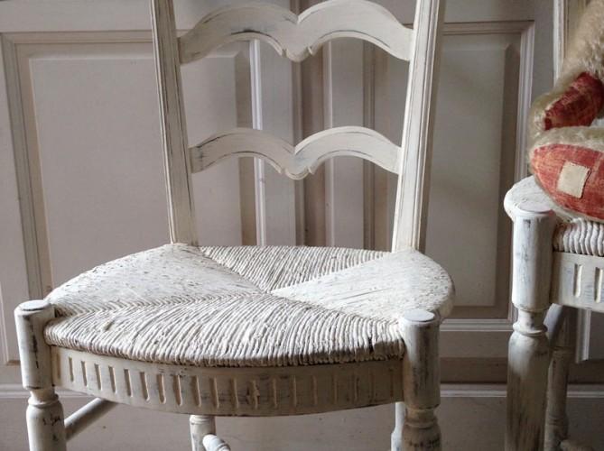 Chaise provençale pour enfant patine blanche
