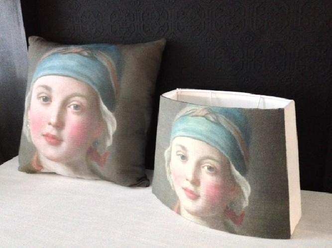 Abat jour pans coupés portrait toute jeune fille XVIIIe