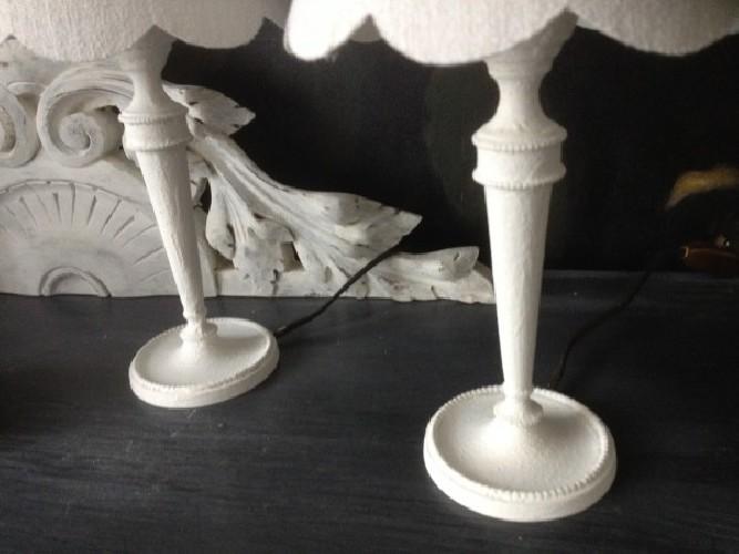 Paire de petites lampes patinées en blanc/abat jour chanvre blanc