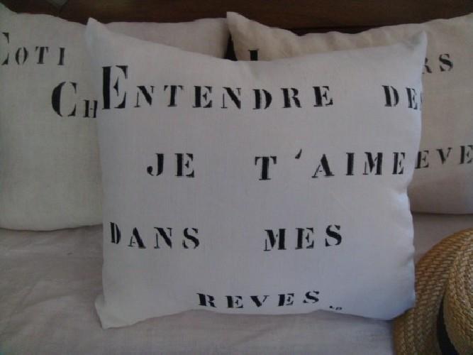 """Coussin lin ancien peint """"Entendre des je t'aime dans mes rêves"""""""