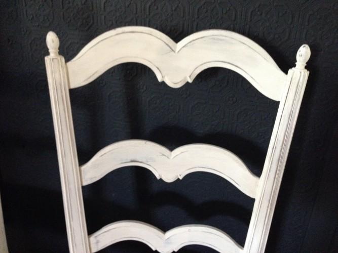 Chaise provençale patine blanche